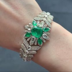 Flower Design Luxury Emerald Bracelet